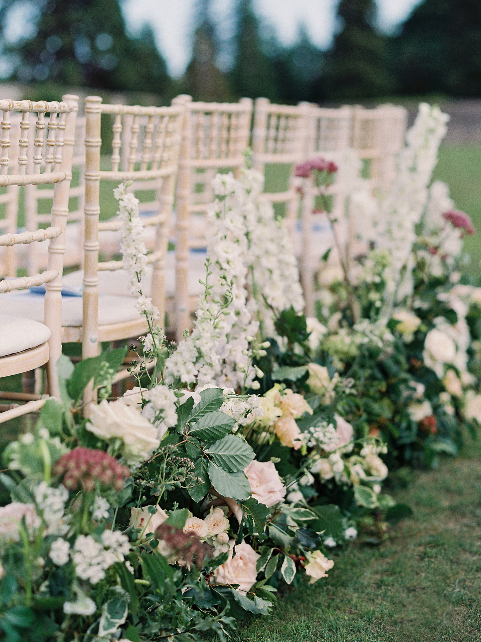 ceremony flower decor matching wedding bouquet