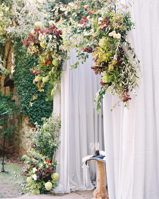 creeping ivy wall backdrop wedding ceremony
