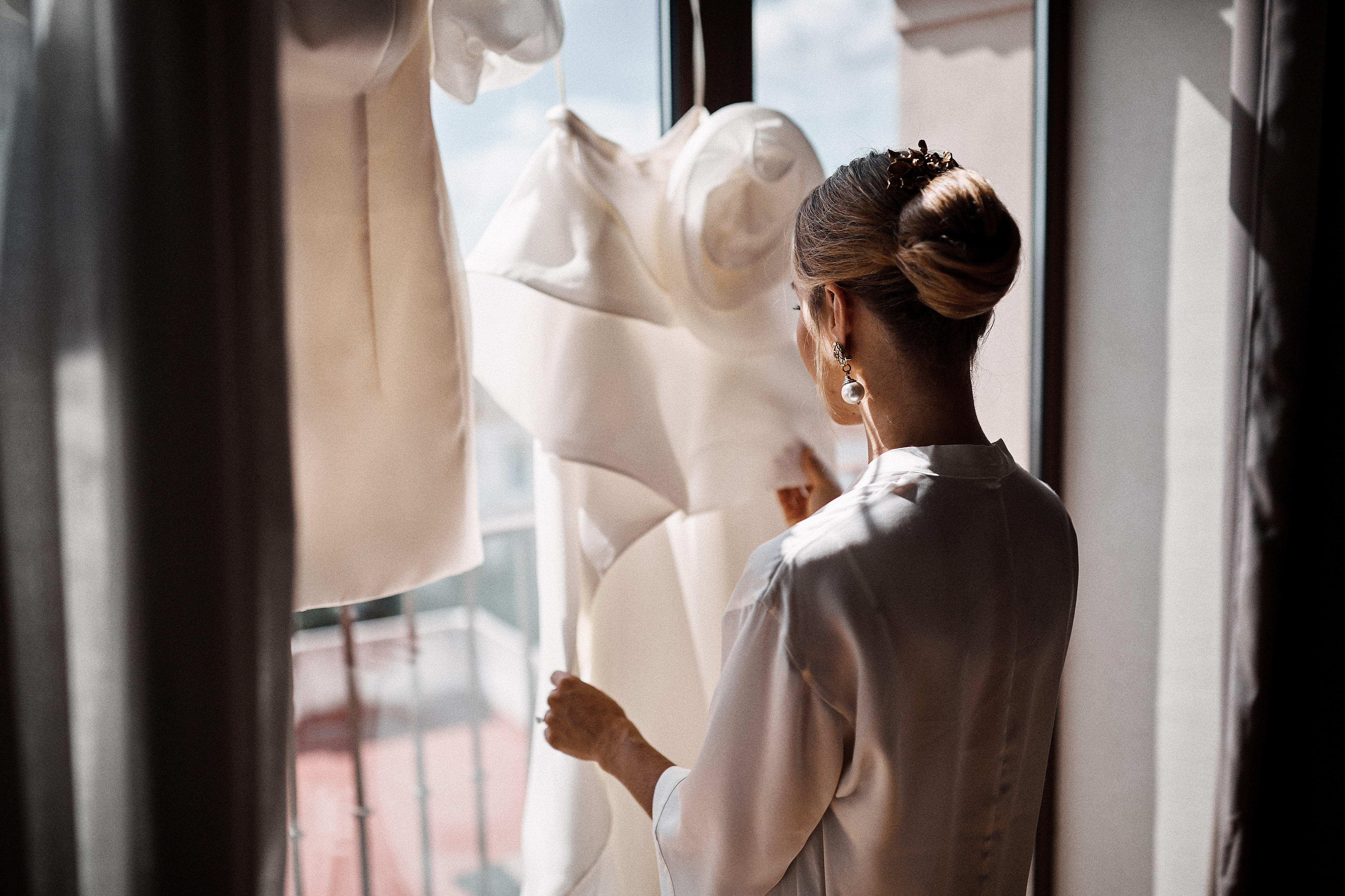 When's the Right Time to Start Shopping for a Wedding Dress?