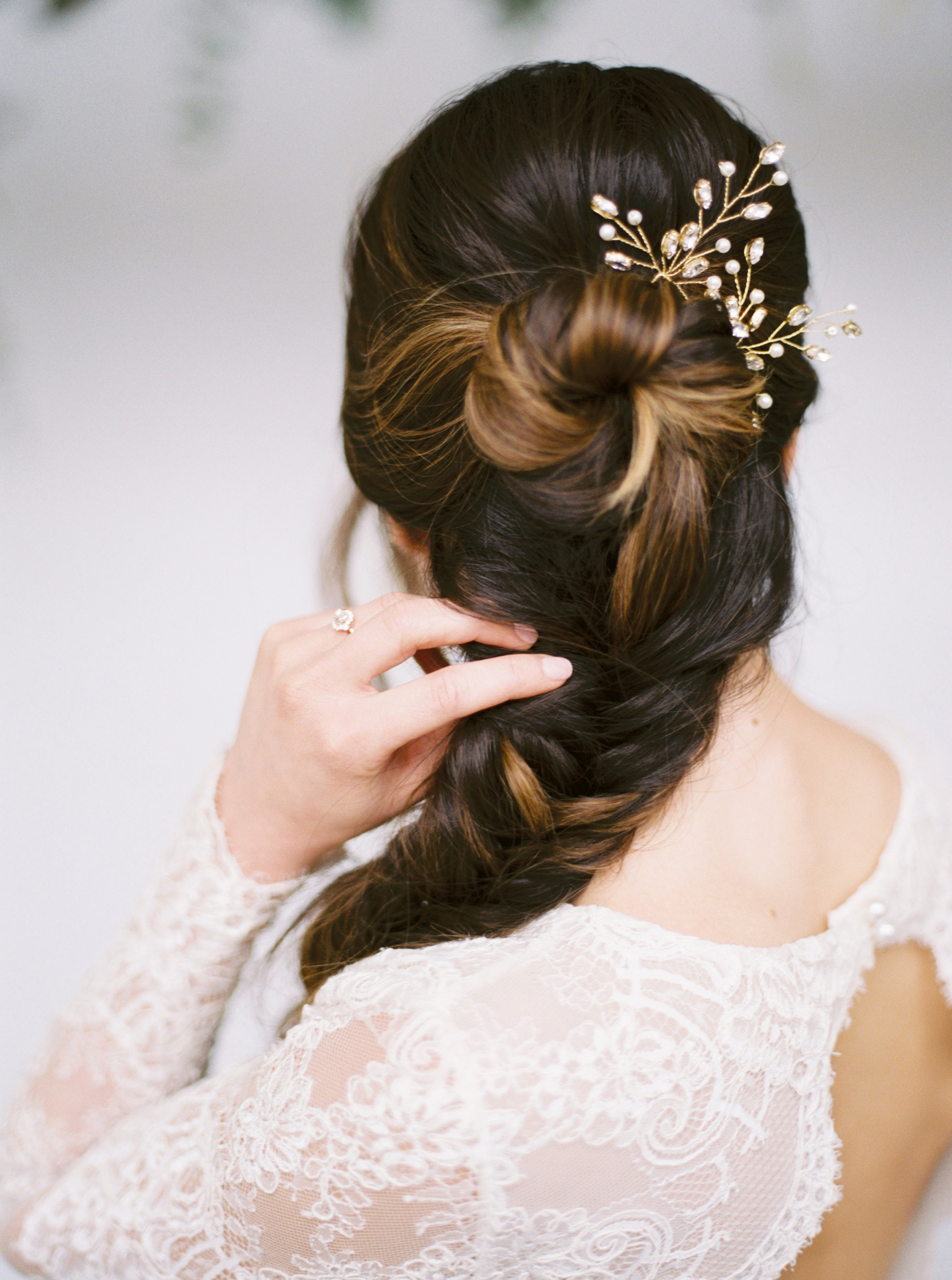 Seven Dos and Don'ts of Wearing a Hair Accessory on Your Wedding Day