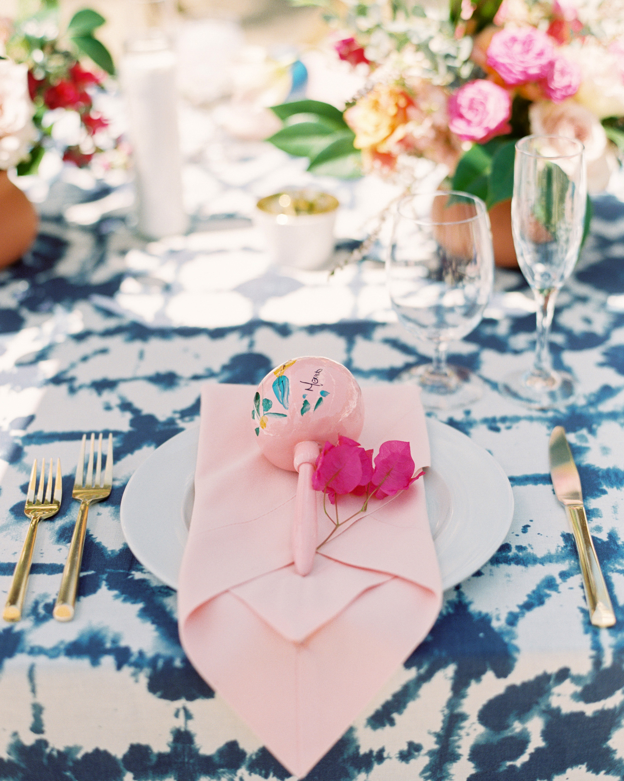 bougainvilleas  magenta hue place setting