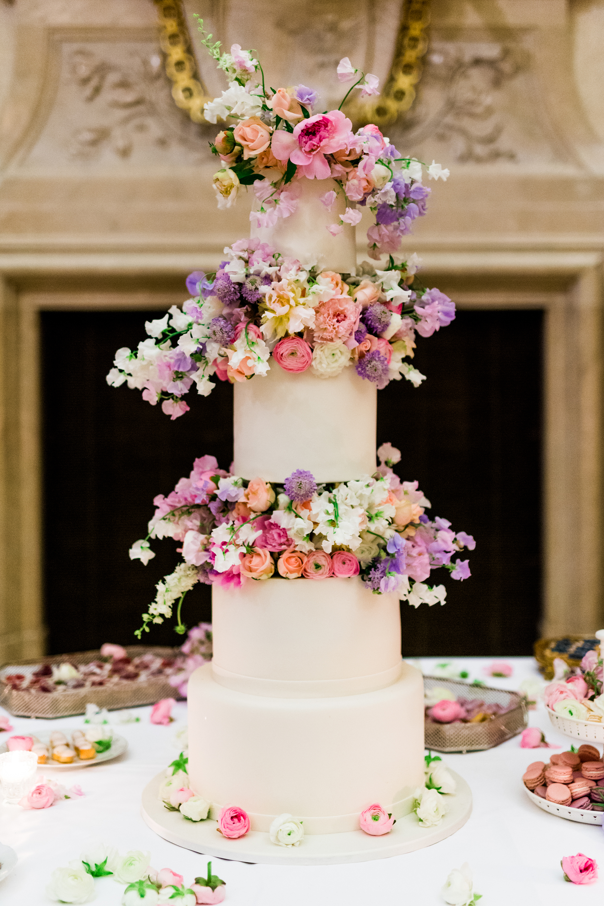 Trending Now: Wedding Cakes with Floral Tiers