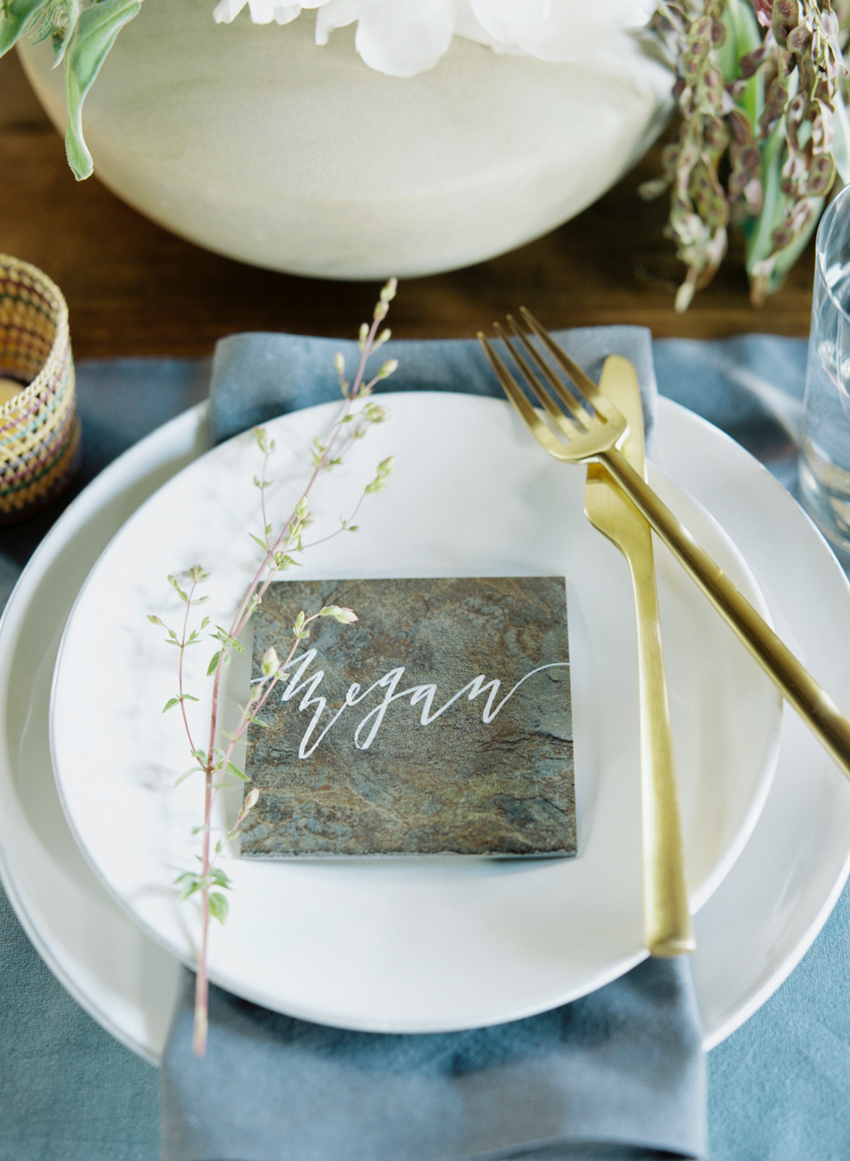 21 Slate and Stone Décor Ideas That Will Modernize Your Wedding
