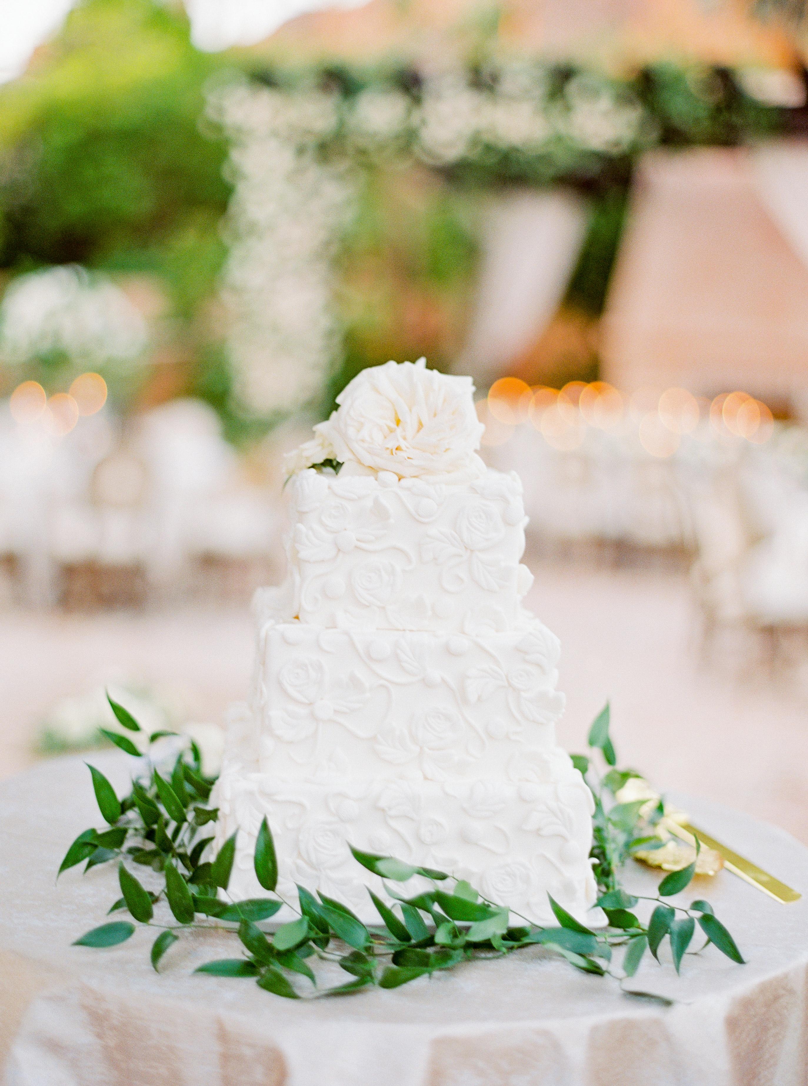 Elizabeth & Robert's 3-tier wedding cake