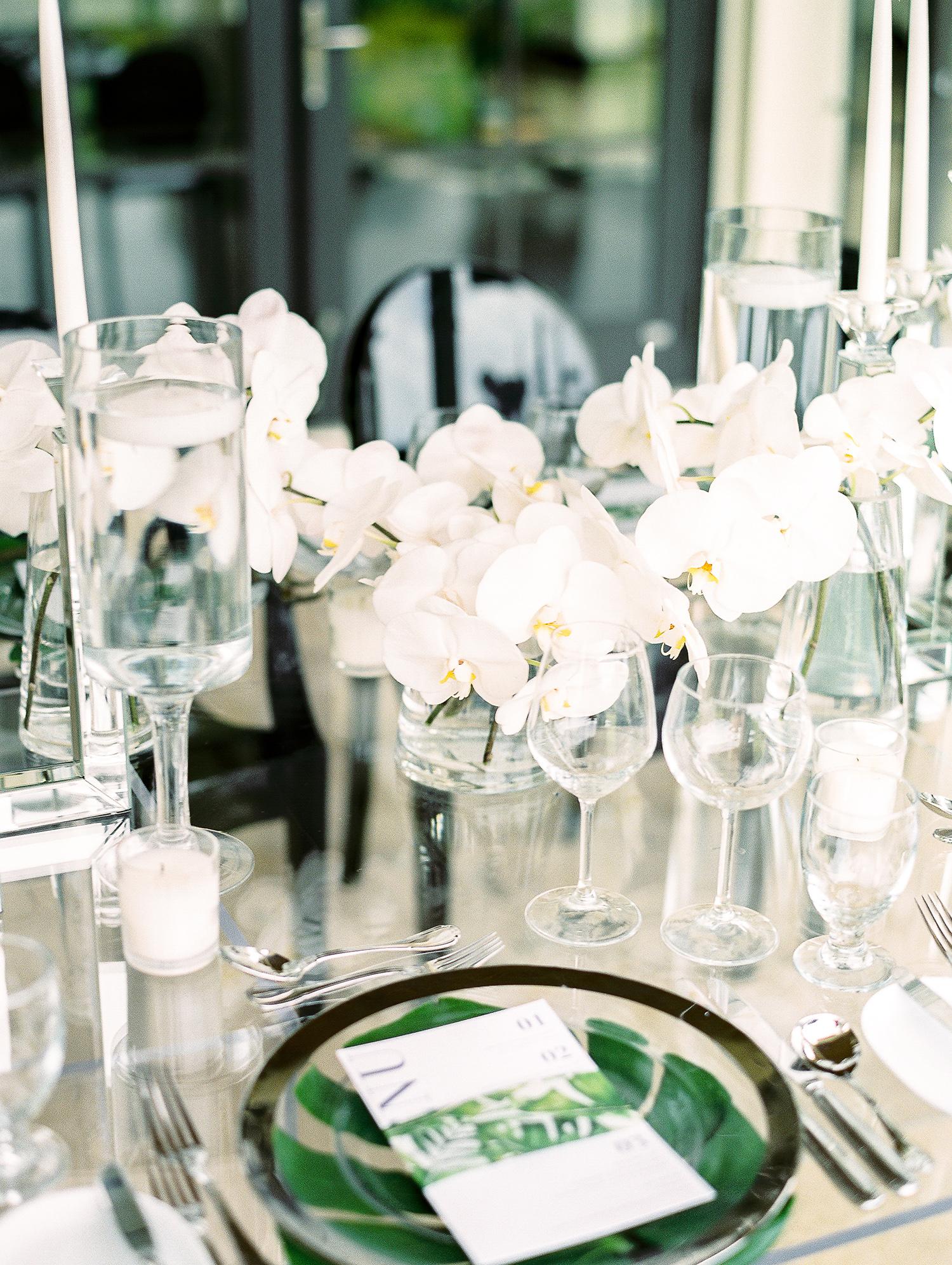 melissa leighton wedding centerpieces green chargers