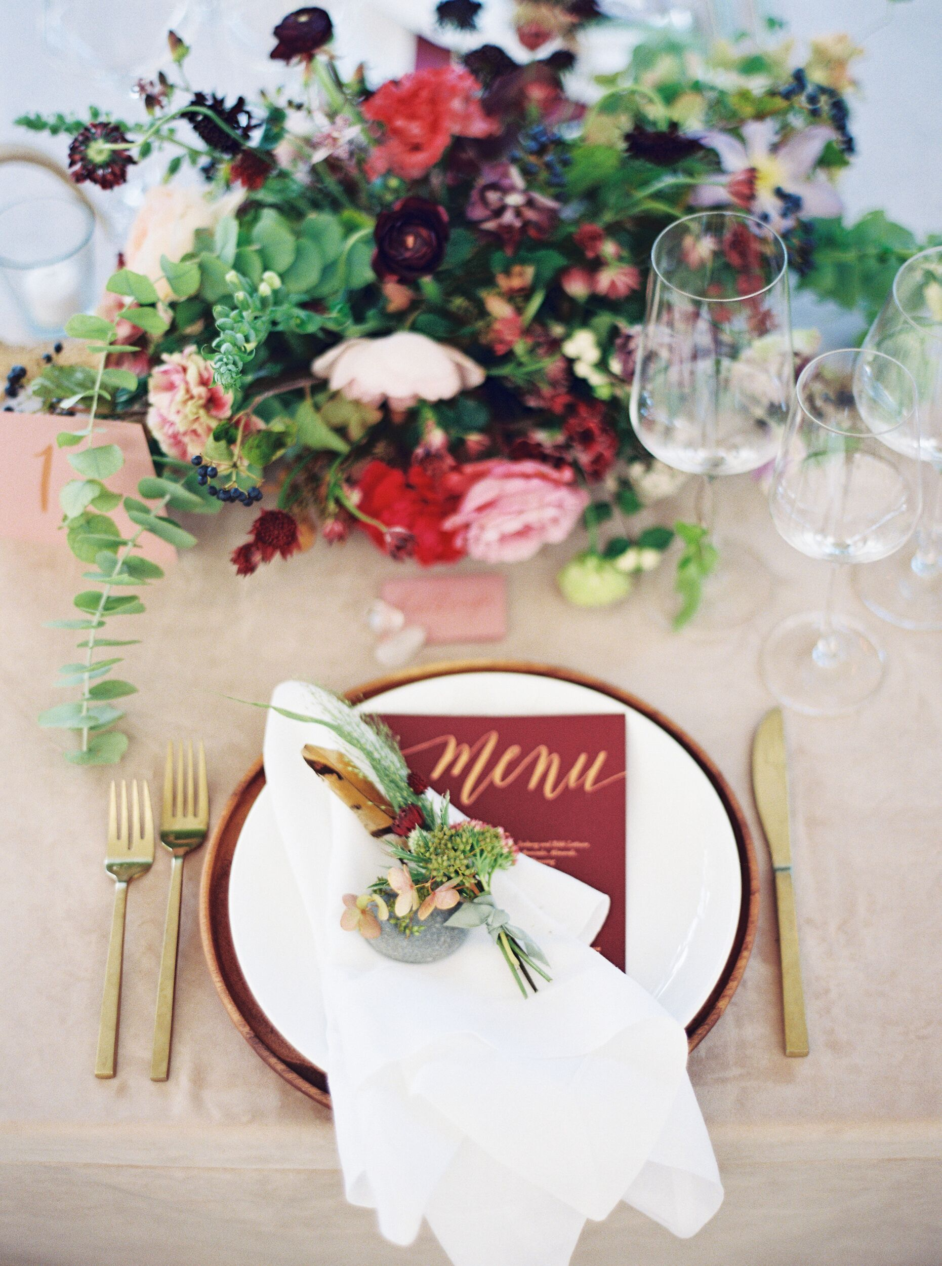 kelsey jacob wedding place setting with flowers