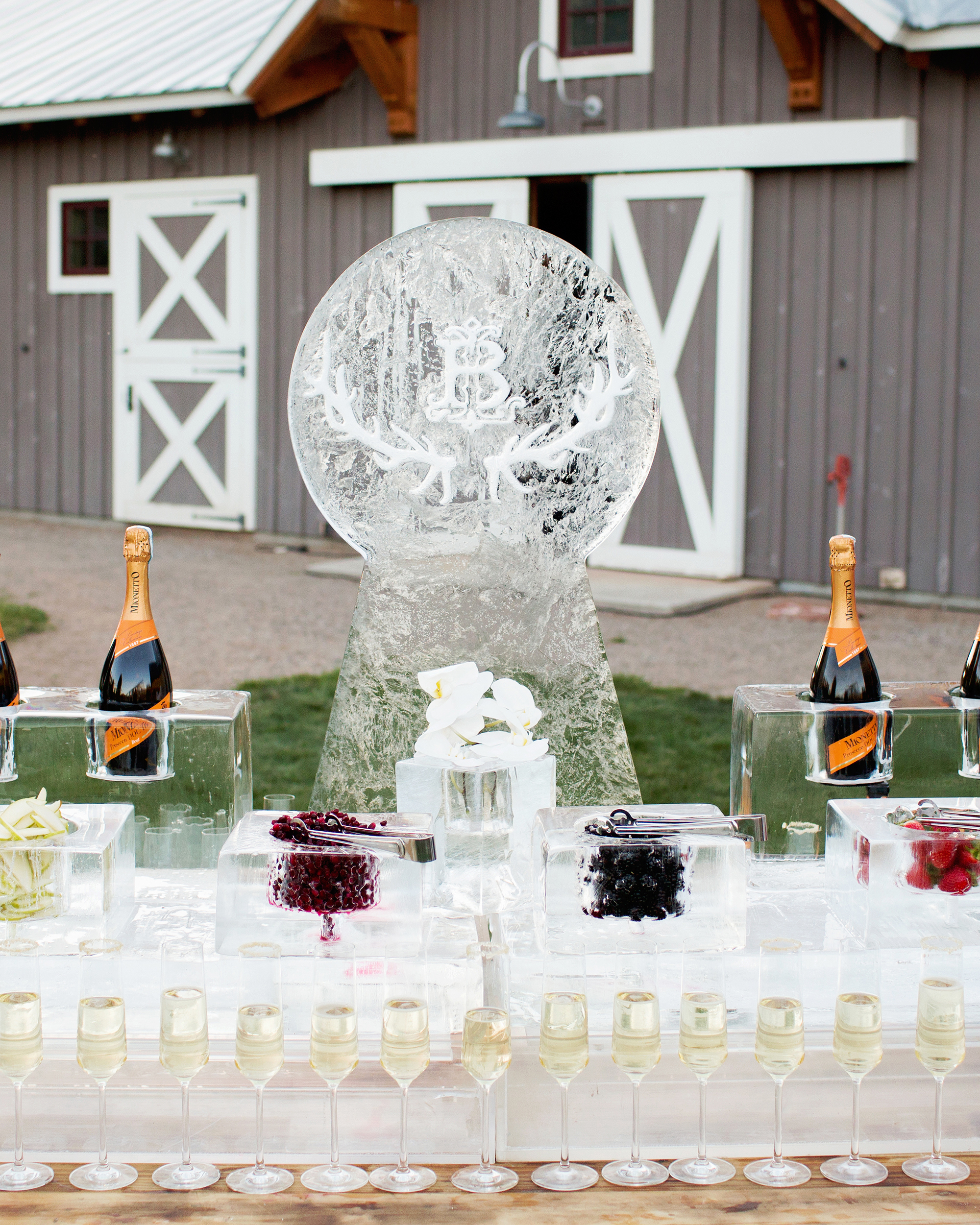 Next Level Wedding Ice Sculptures That Will Delight Your Guests