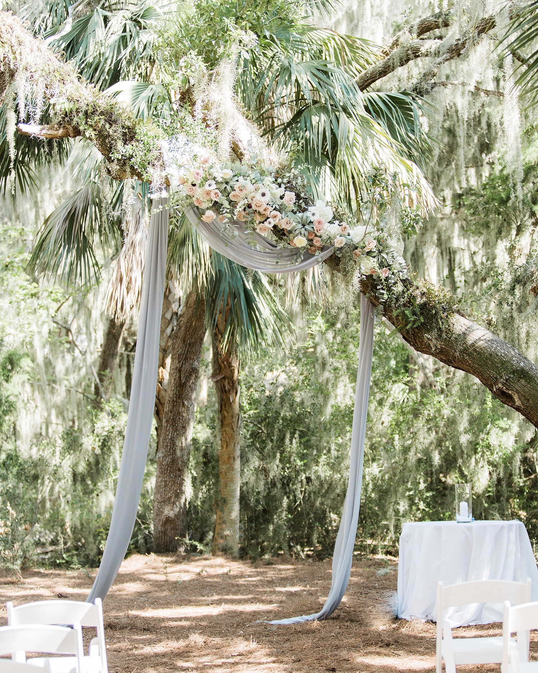 20 Ways to Decorate a Wedding Ceremony Held Beneath Trees