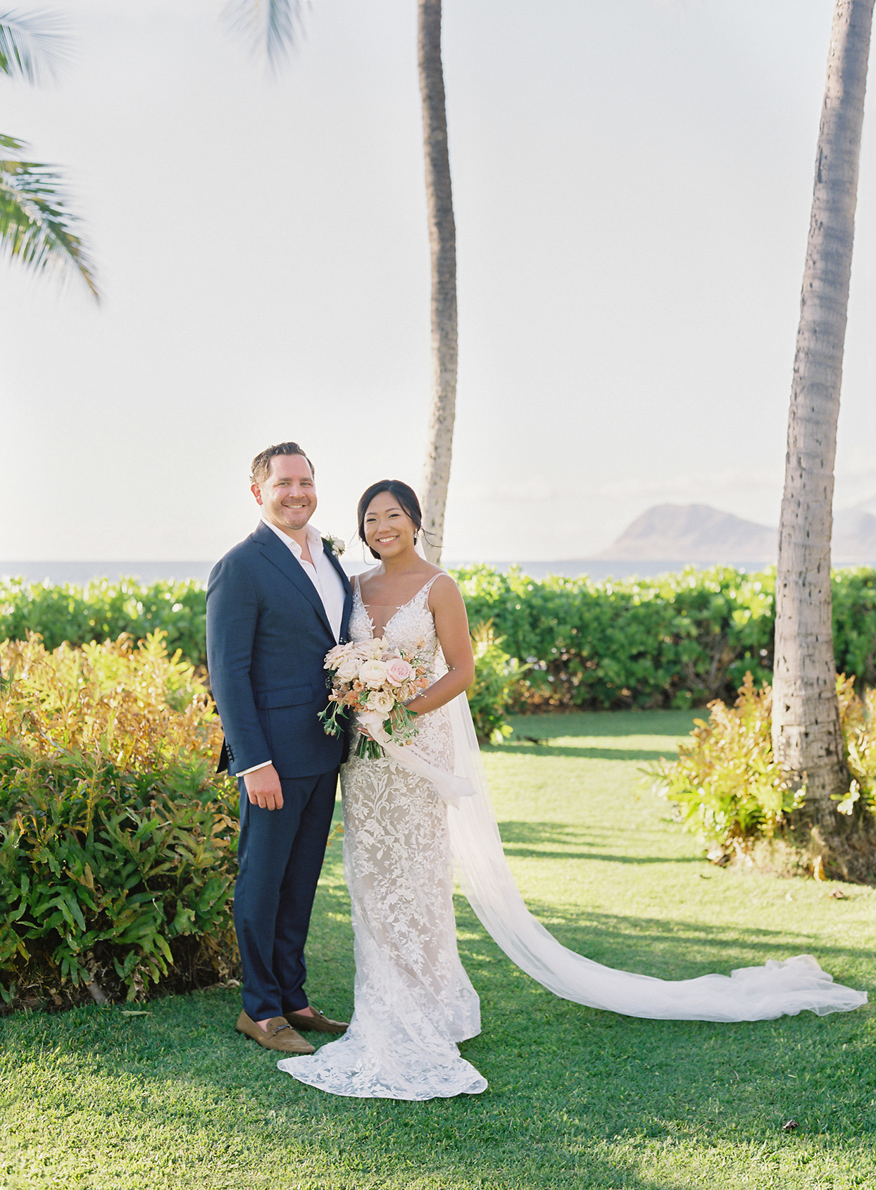 This Couple Put Two of Hawaii's Best Features—Its Palm Trees and Cuisine—on Display at Their Oceanside Wedding