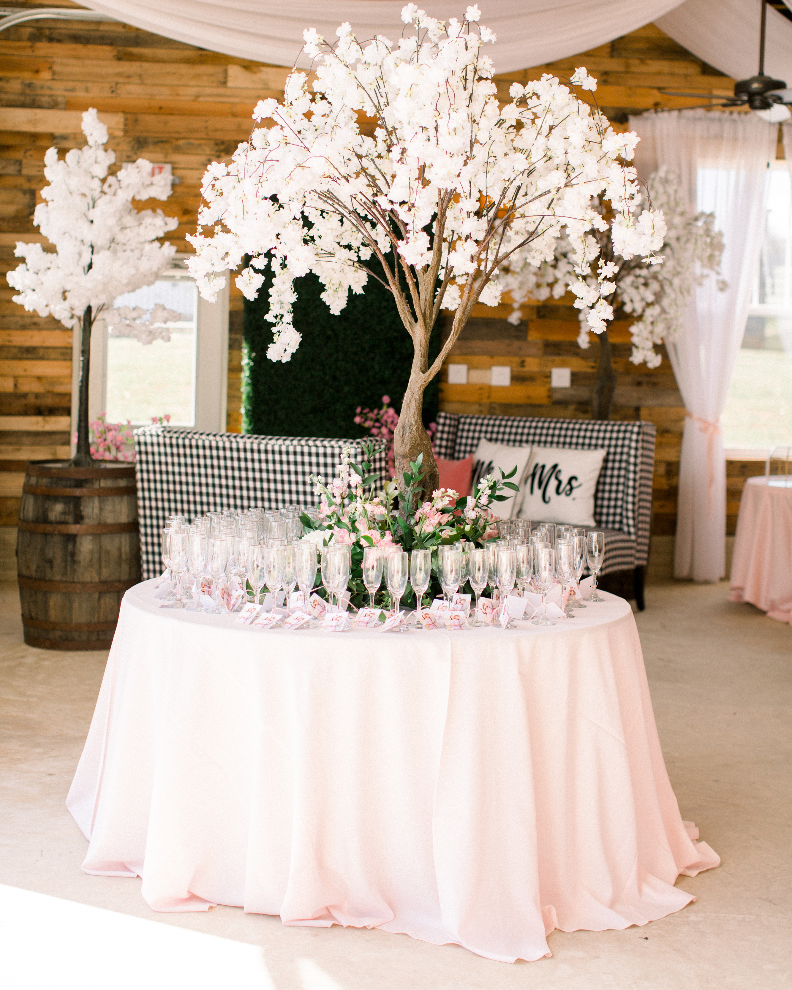 michelle nathan wedding favor table