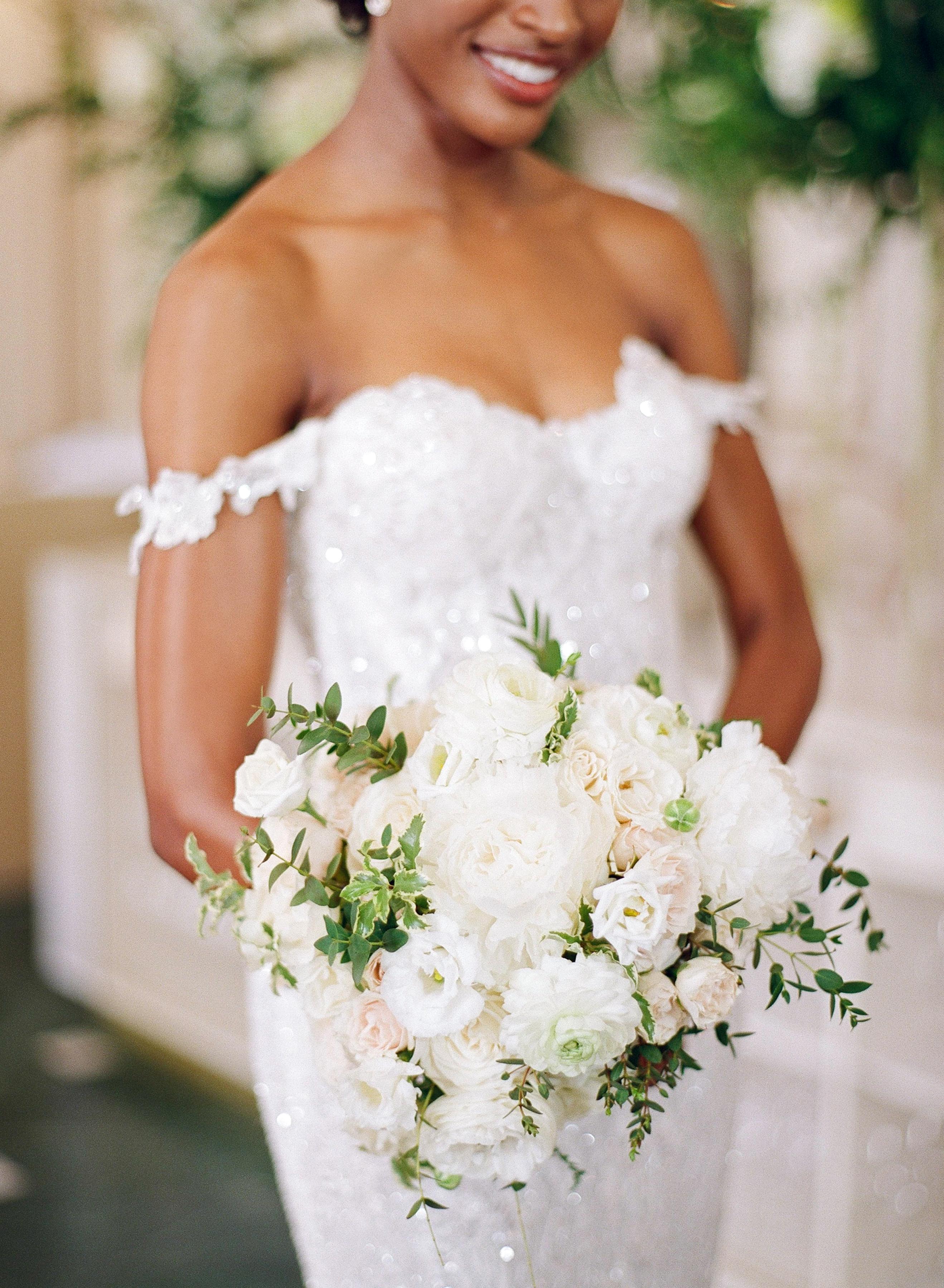 olivia collin wedding bride with bouquet