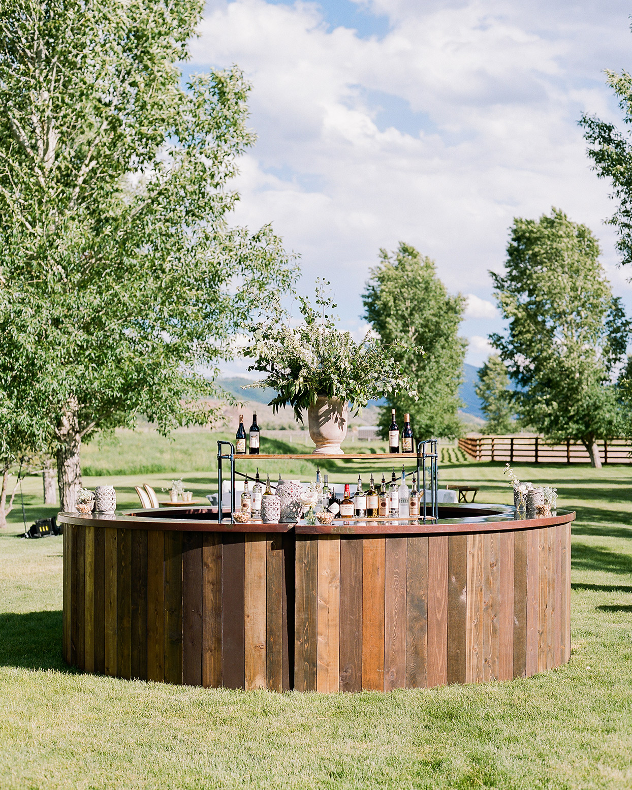 jessica aaron wedding round wooden bar
