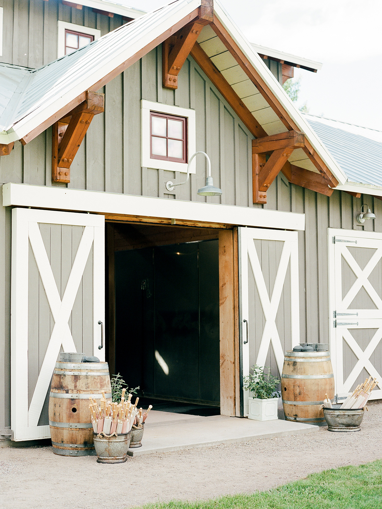 jessica aaron wedding barn entrance