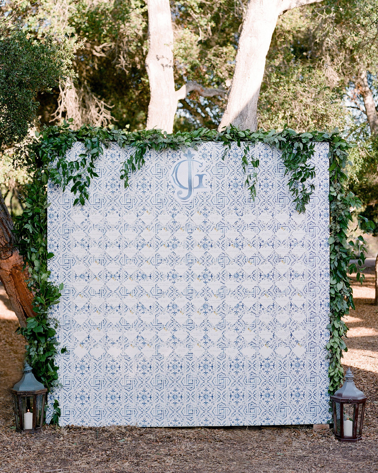 blue and white patterned seating chart
