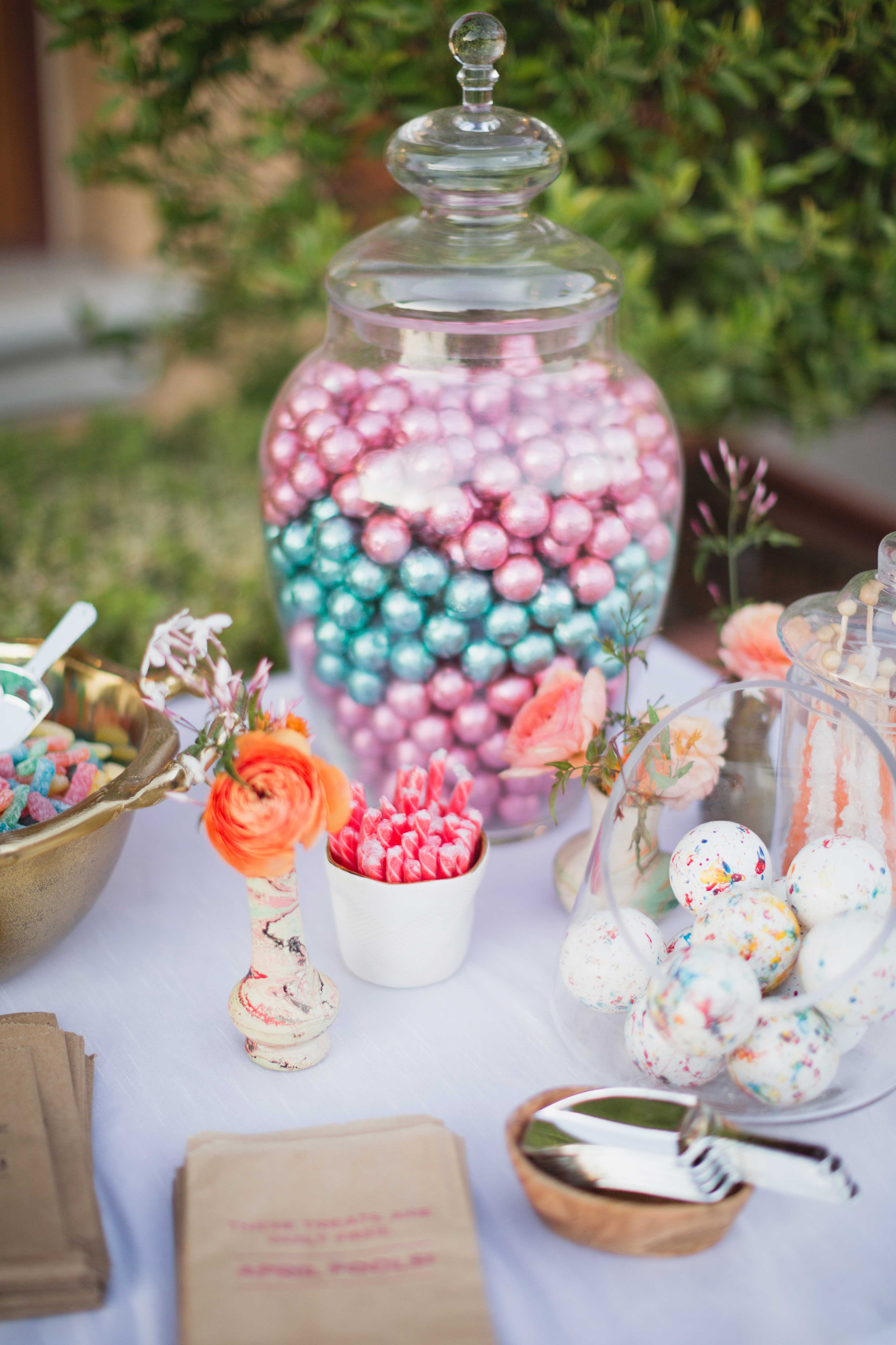 Four Tips for Creating a Modern, Upscale Candy Buffet at Your Wedding