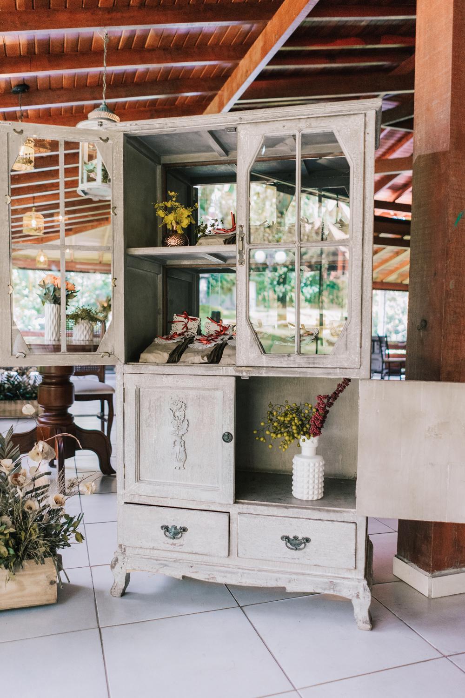 vintage hutch floral vases wedding favors
