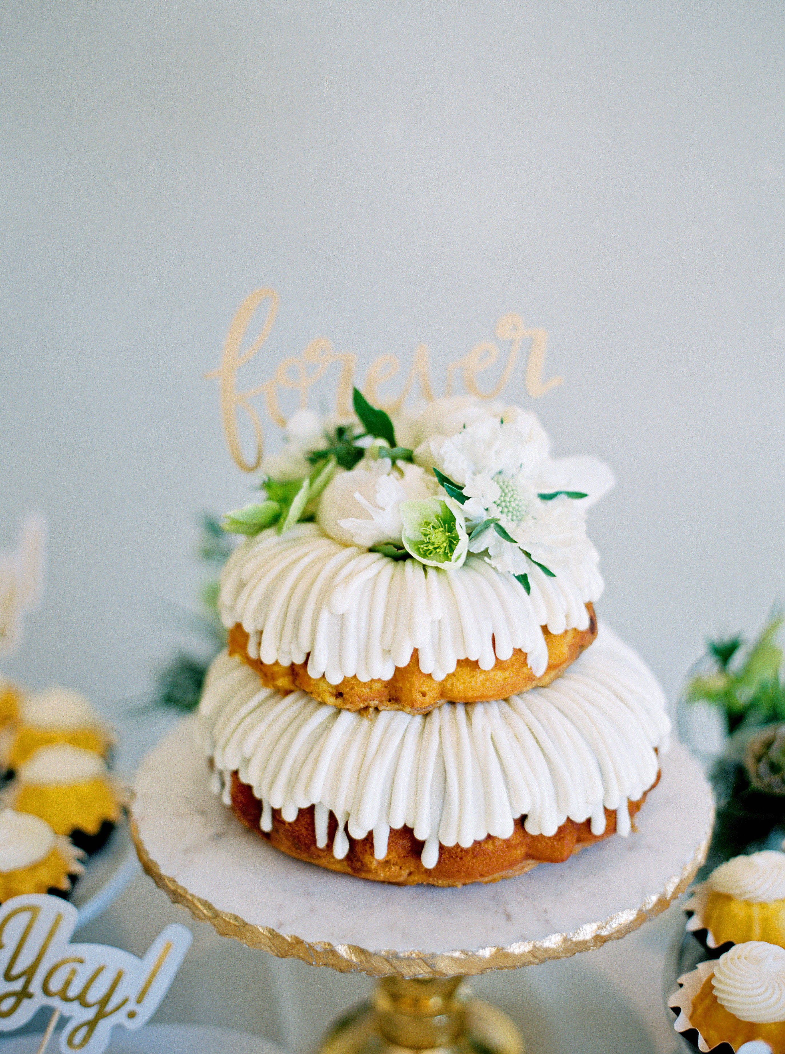 bundt wedding cake on pedestal