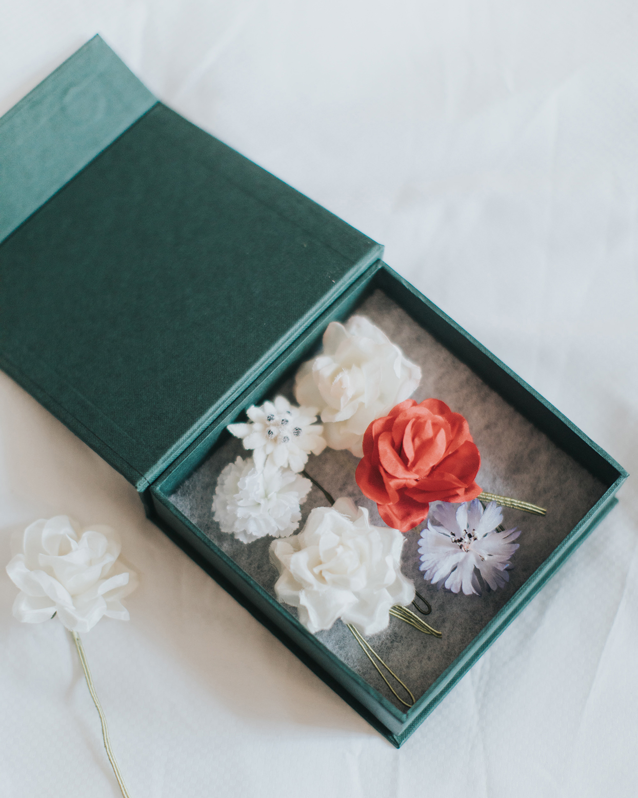 kiira arthur wedding hair flowers in box