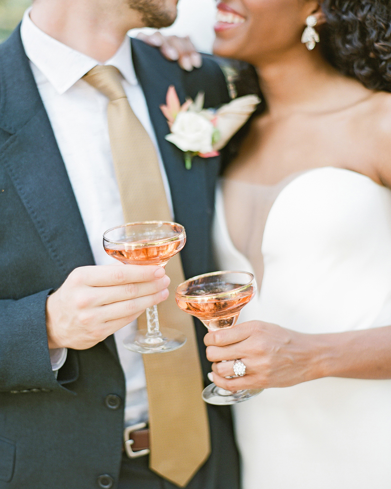 champagne wedding ideas bride and groom toast