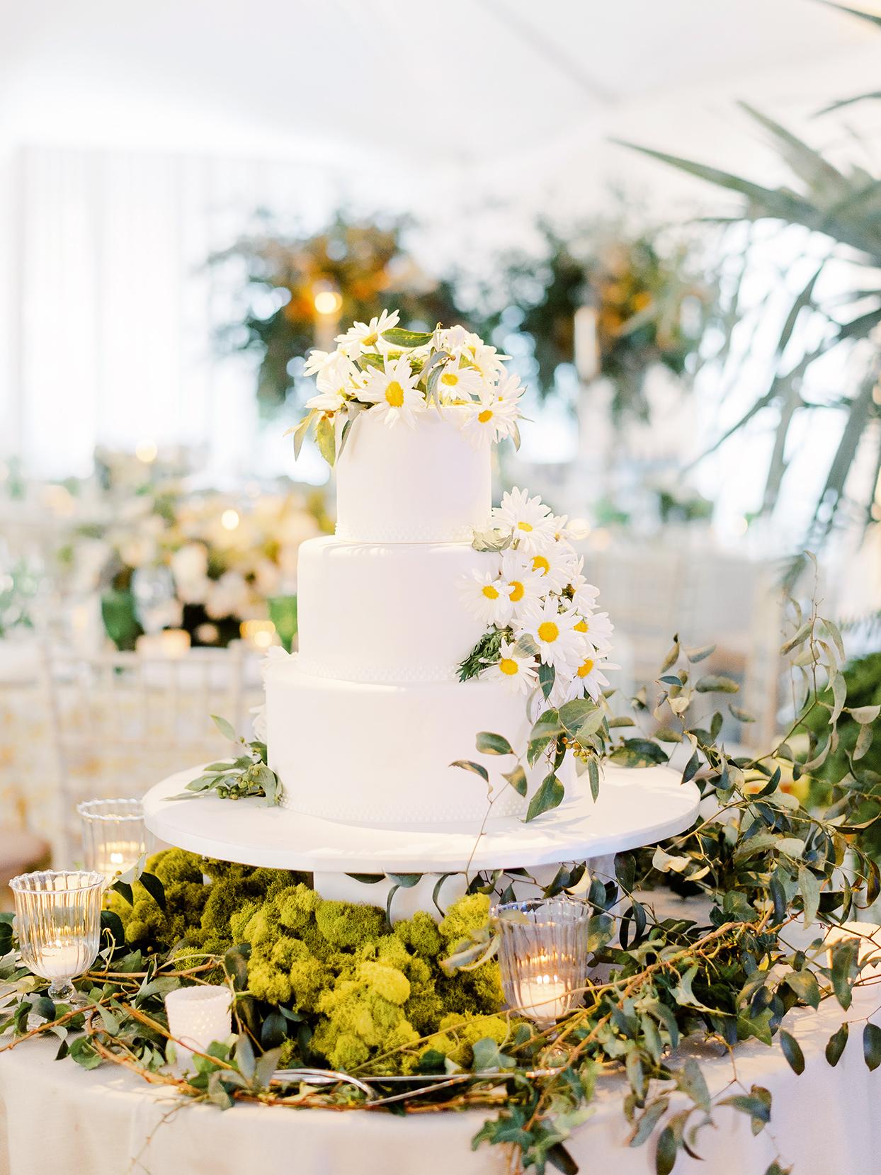 sofia alberto wedding cake on table