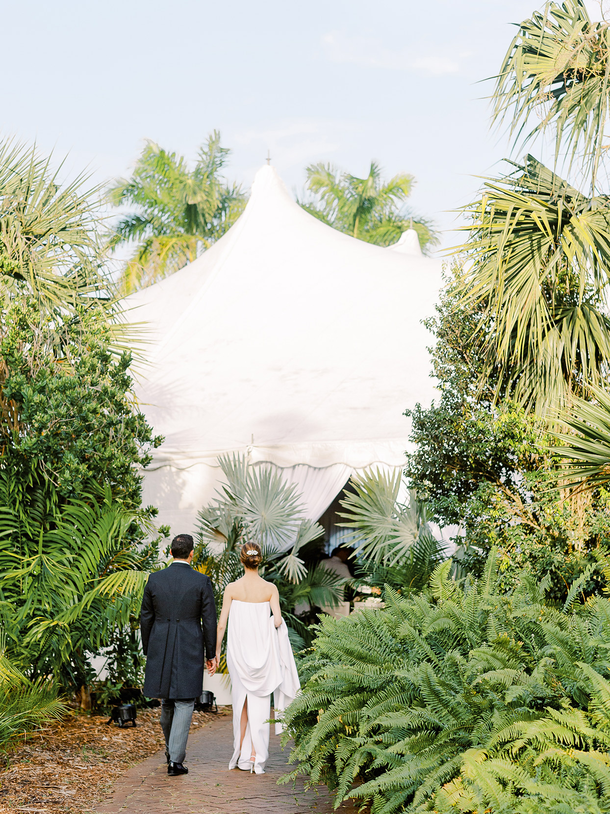 sofia alberto wedding couple entering tent