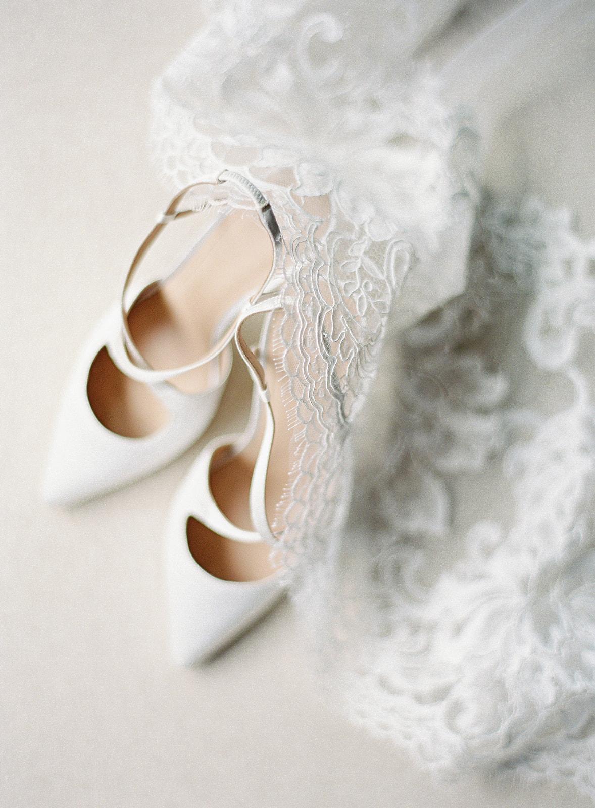 bride wedding shoes chantilly lace veil