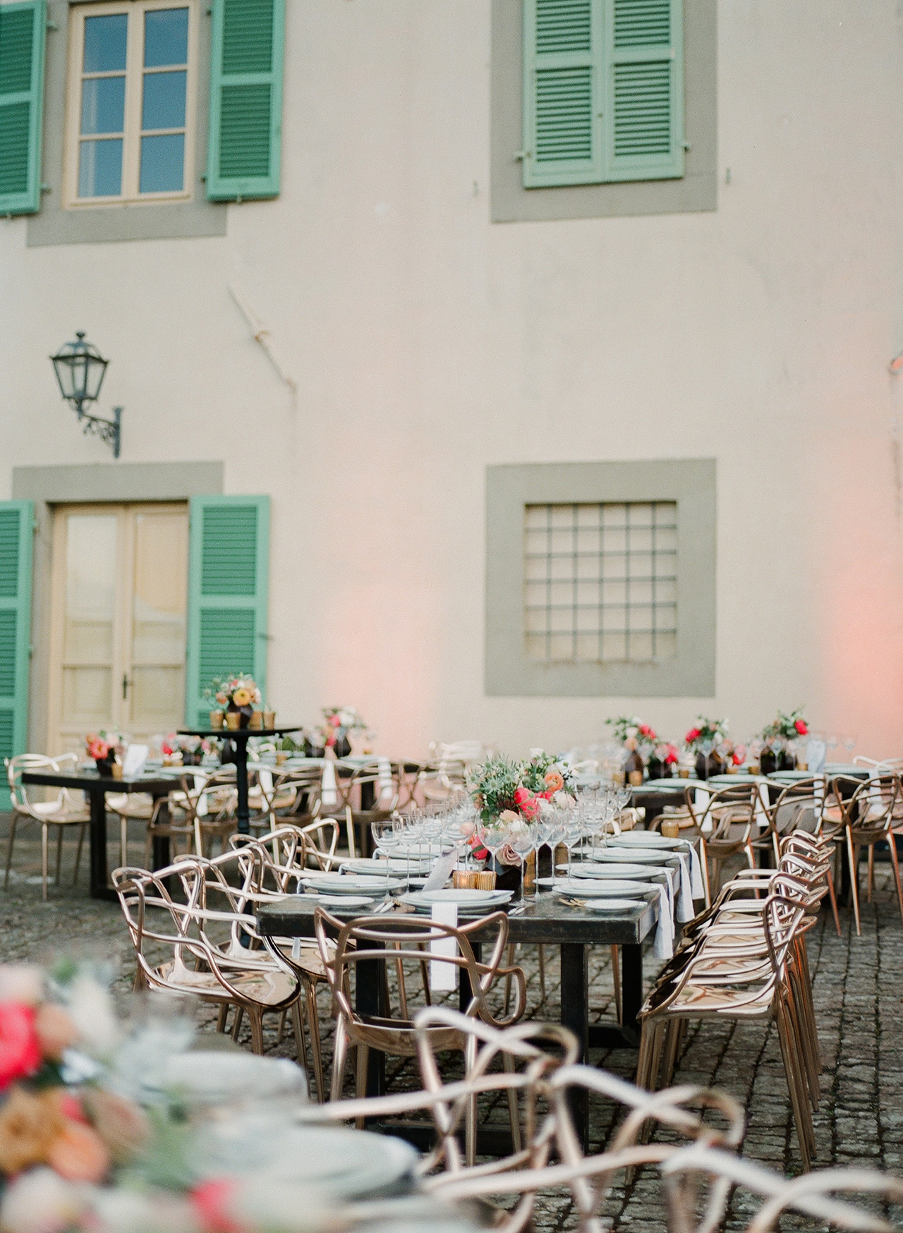 tuscan style outdoor wedding reception tables