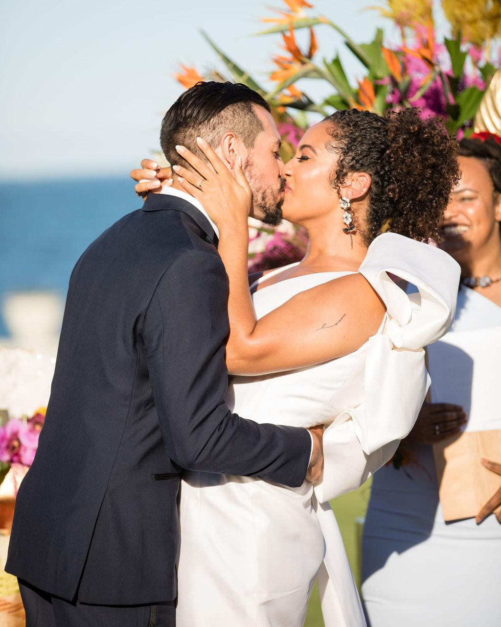 dalila elliot wedding couple ceremony kiss