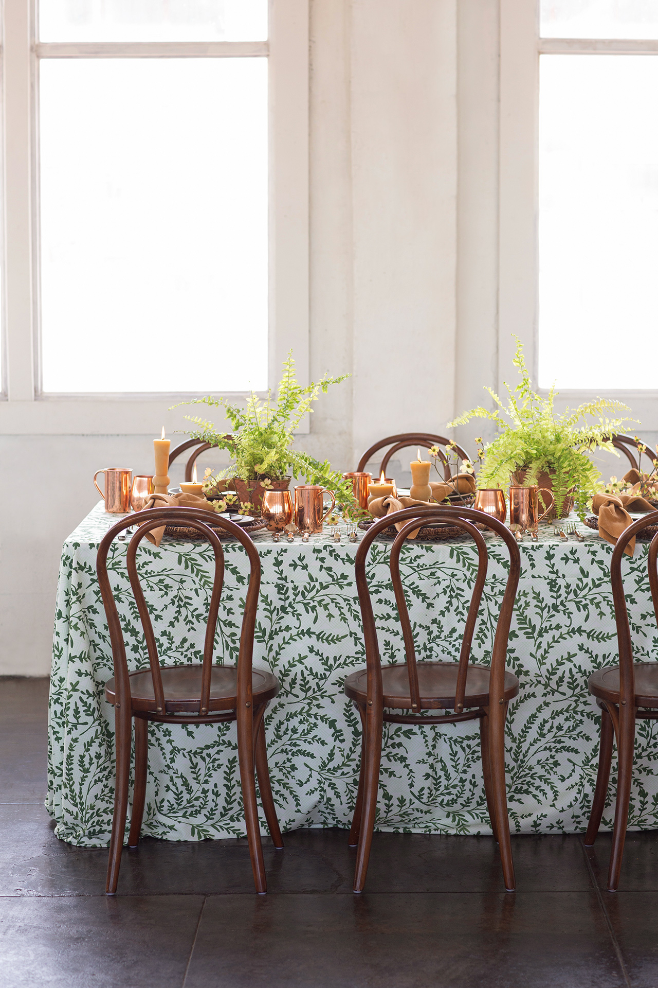 bold linens plant copper table setting