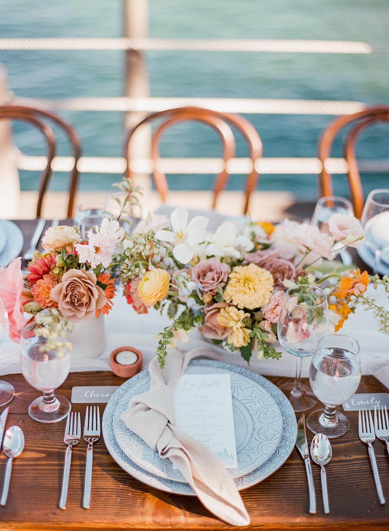 reception table setting low arrangement centerpiece