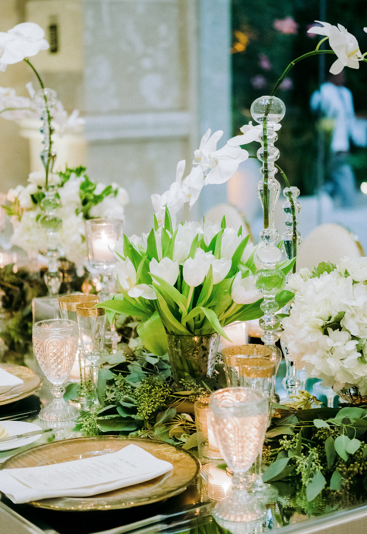table centerpieces white flower foliage variety