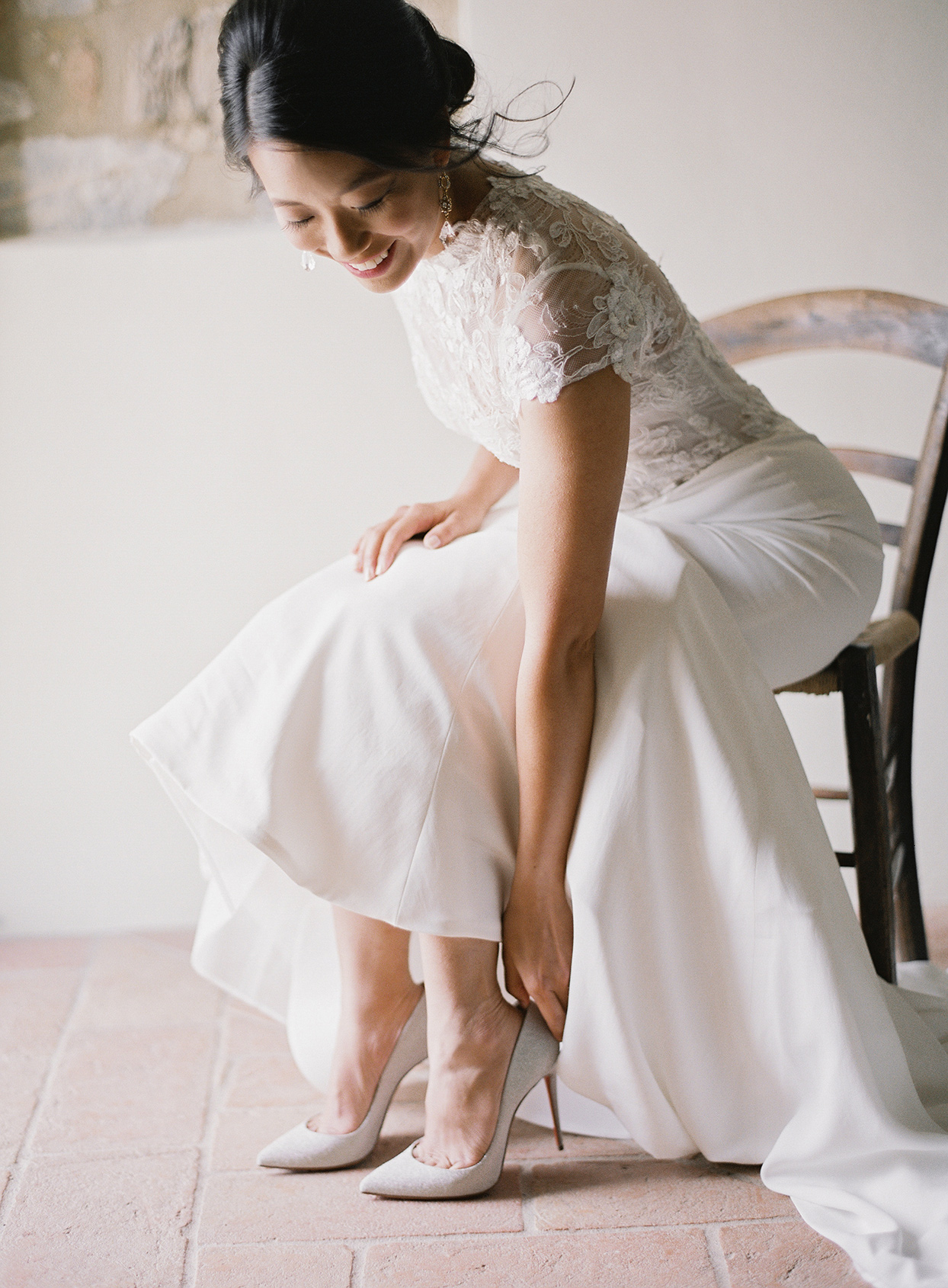 jen alan wedding bride putting on shoes