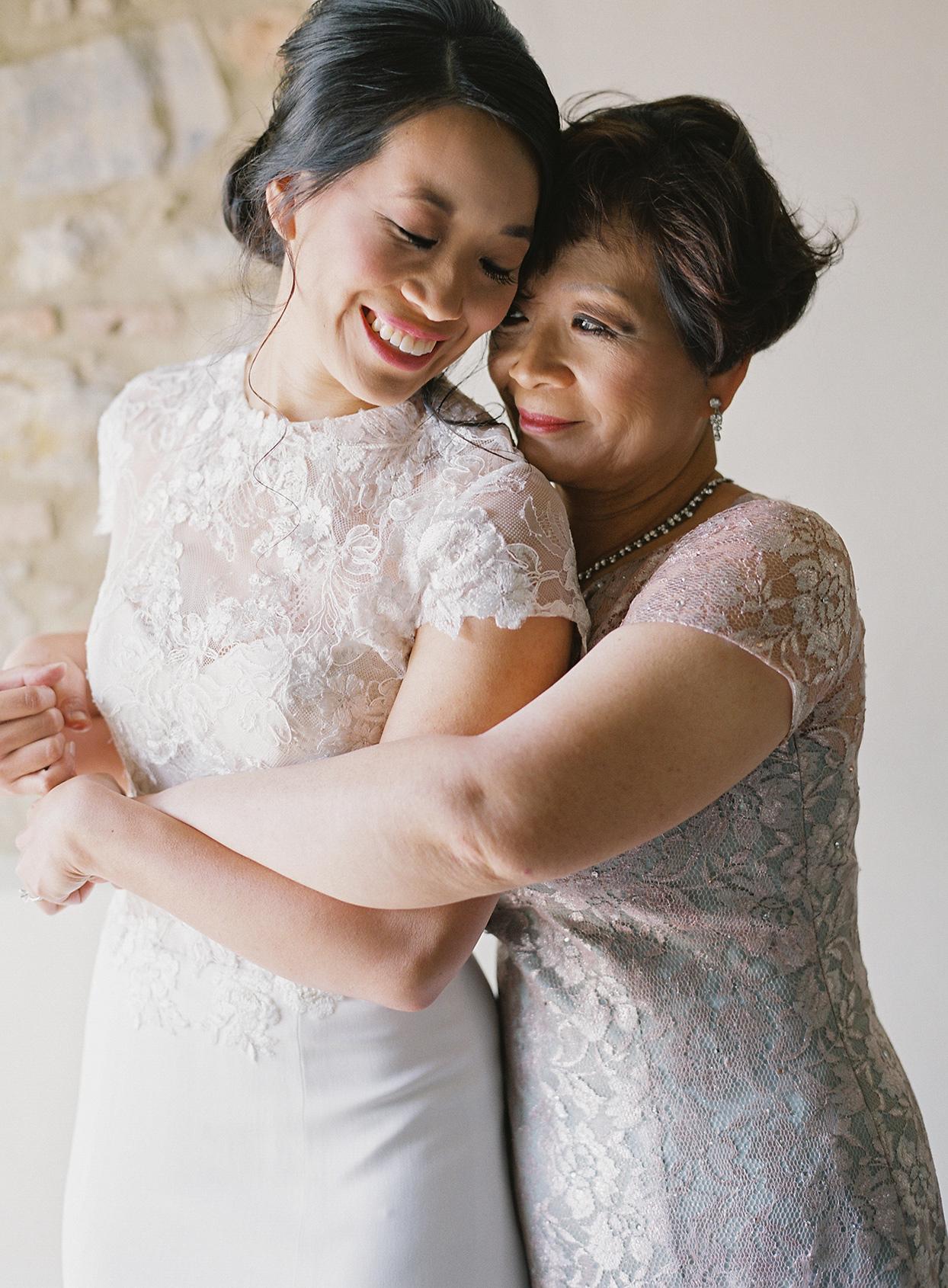 jen alan wedding bride hugging mother