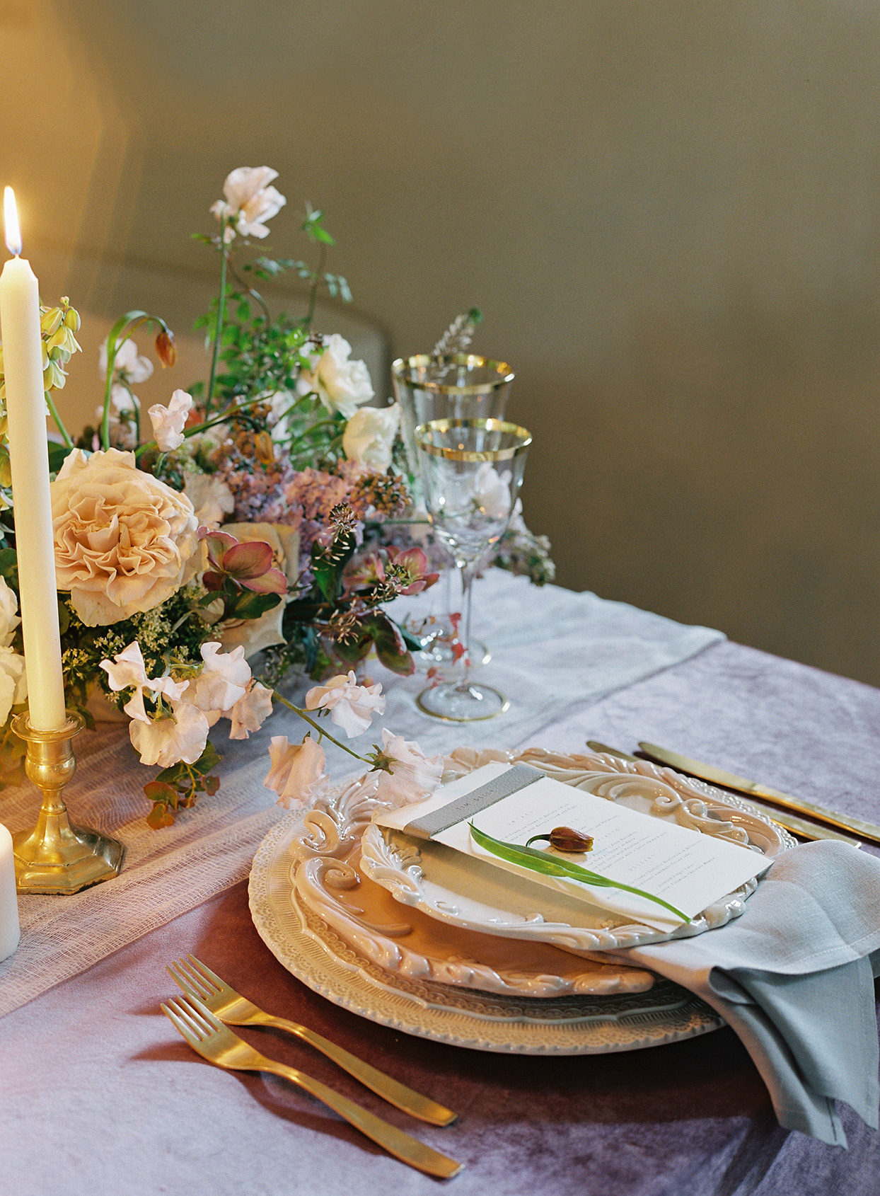 jen alan wedding place setting in candle light
