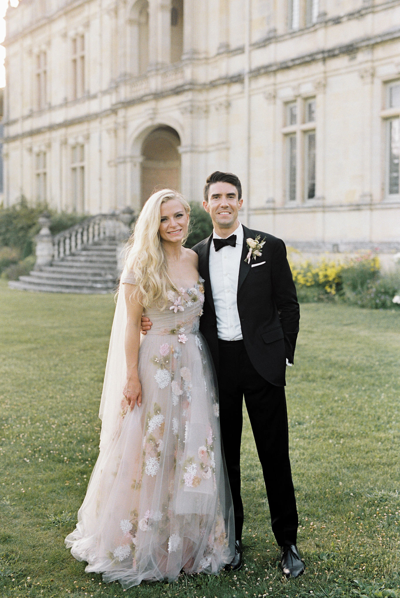 wedding couple on front lawn