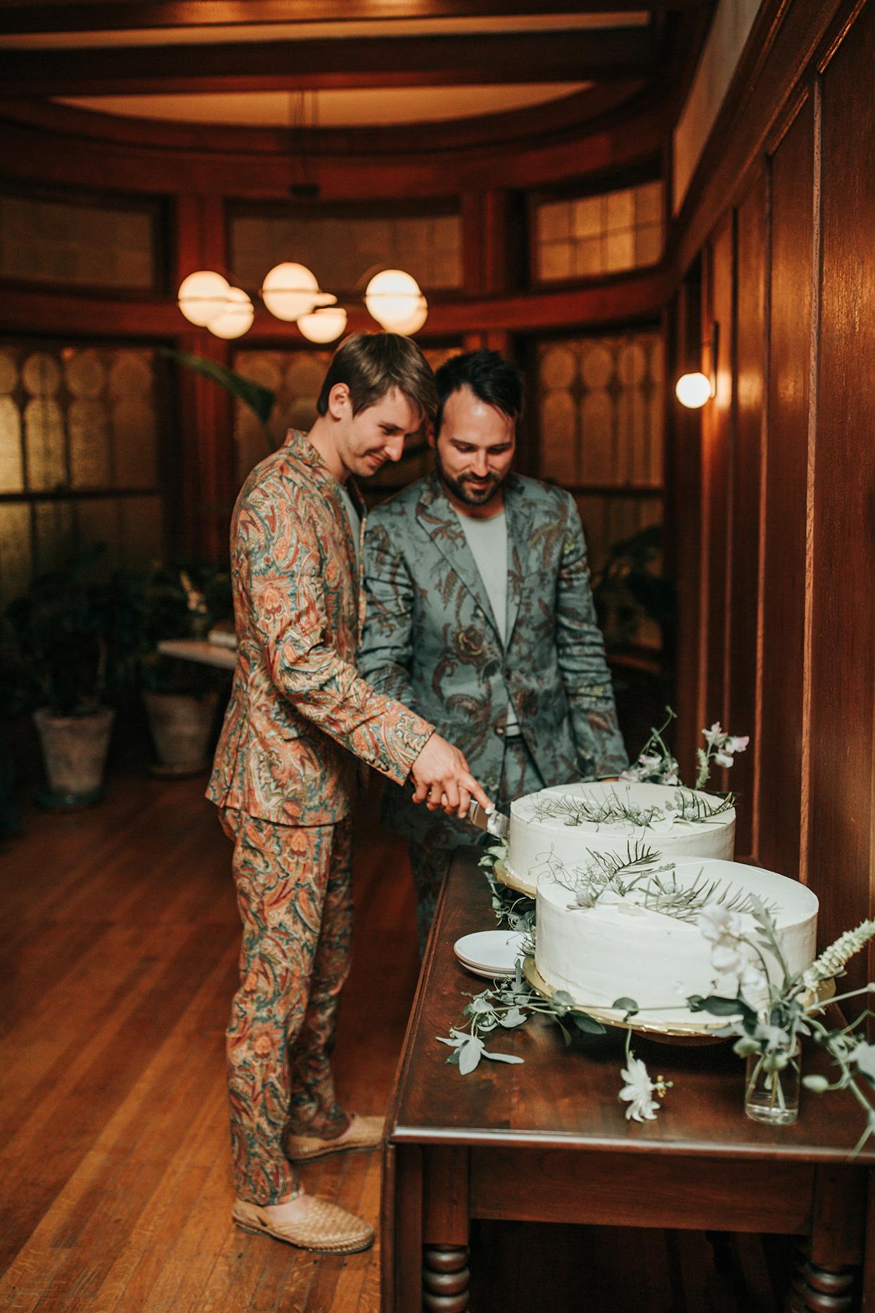 austin alex grooms cutting cake