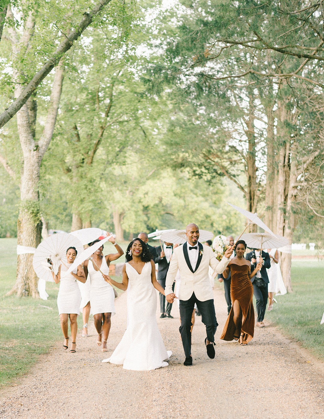 ericka meechaeyl wedding party walking with umbrellas