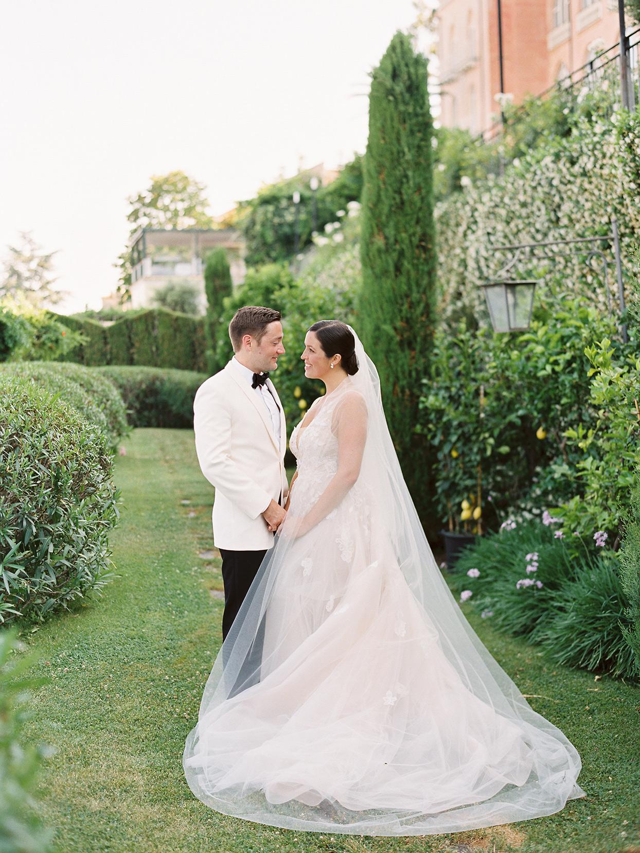 jacqueline david wedding couple in garden