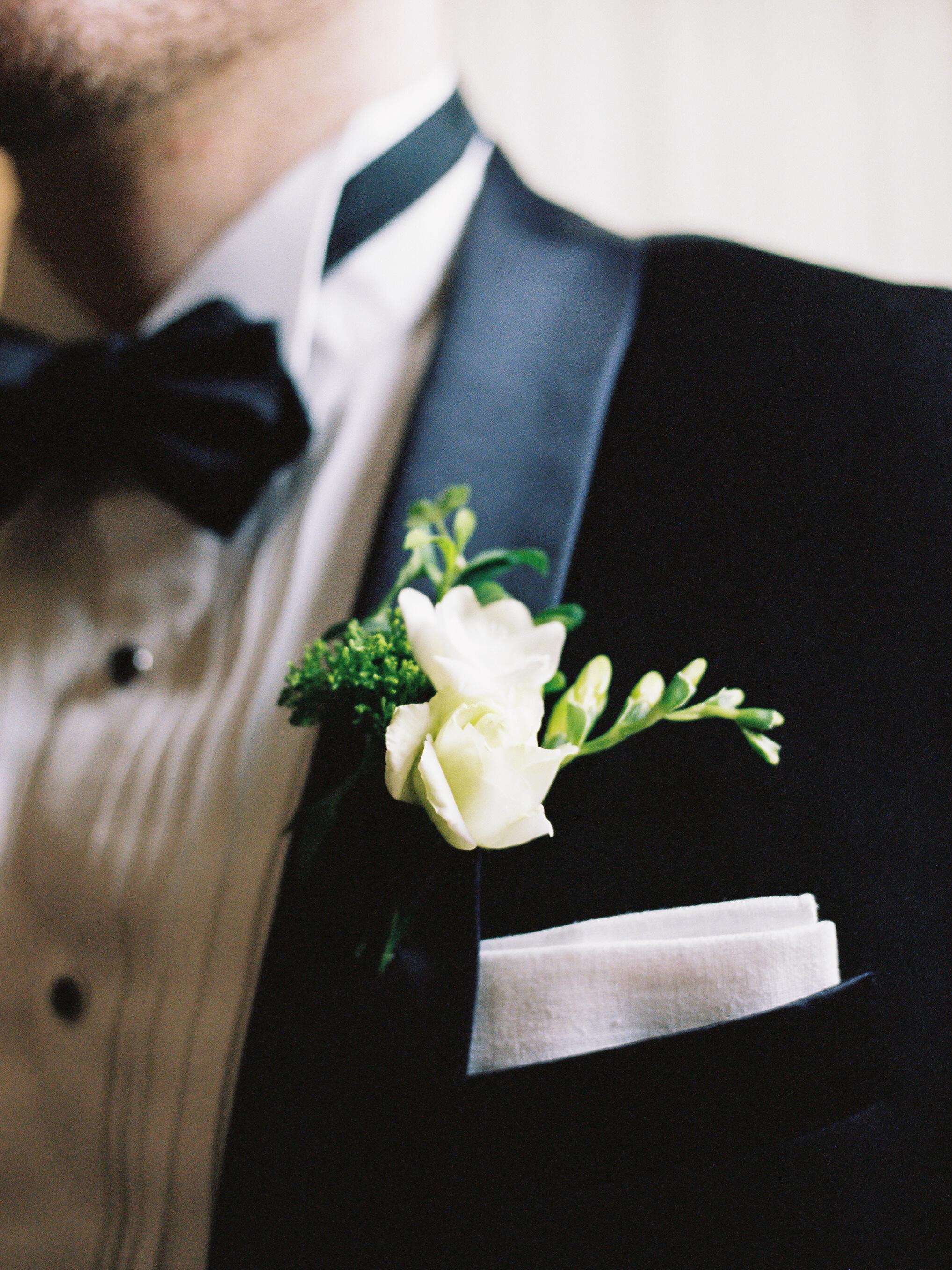 macey joshua groom boutonnière