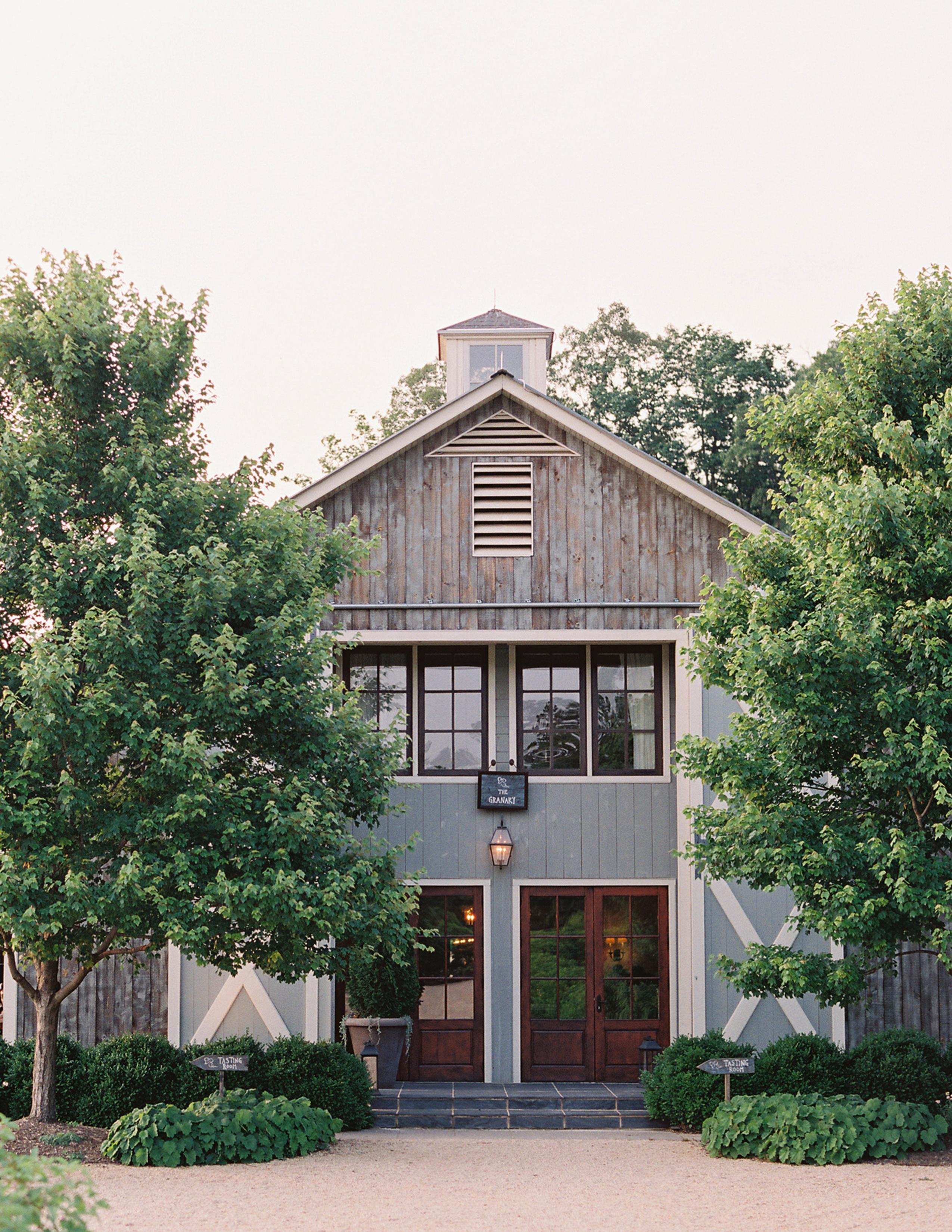 ronita ryan wedding farmhouse photo exterior