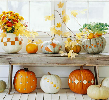 Decorative pumpkins on a bench