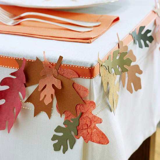Tablecloth decorated with leaves