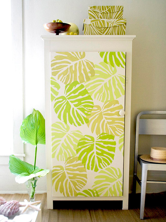 Cabinet doors with leaf prints