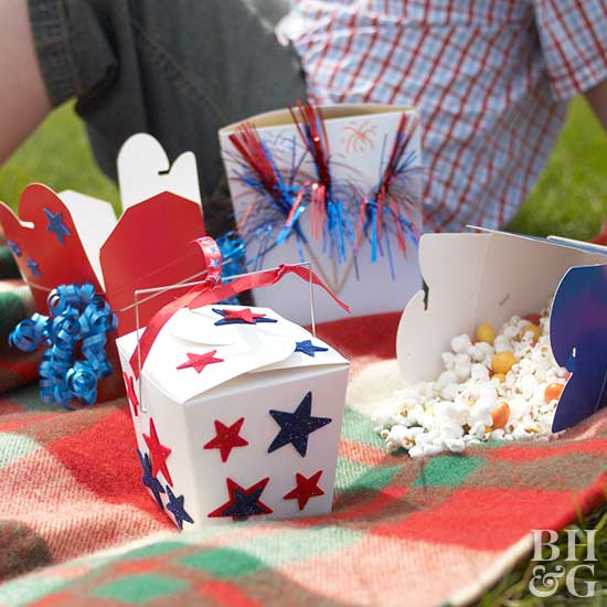 4th of July, Memorial Day, craft, crafts, project, projects, kid, kids, children, child, art, art work, red, white, blue, flag, patriotic, America, United States, country, stars, stripes, glue, paper,