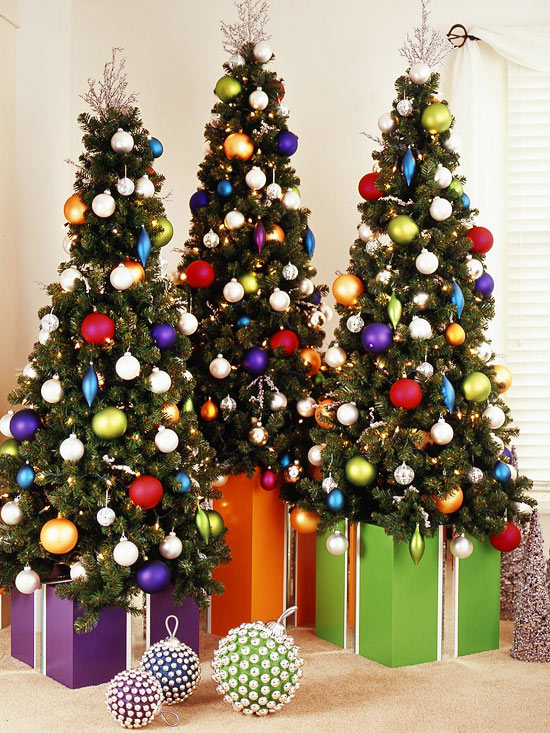 Decorating Christmas Trees Outside.Contemporary Christmas Trees