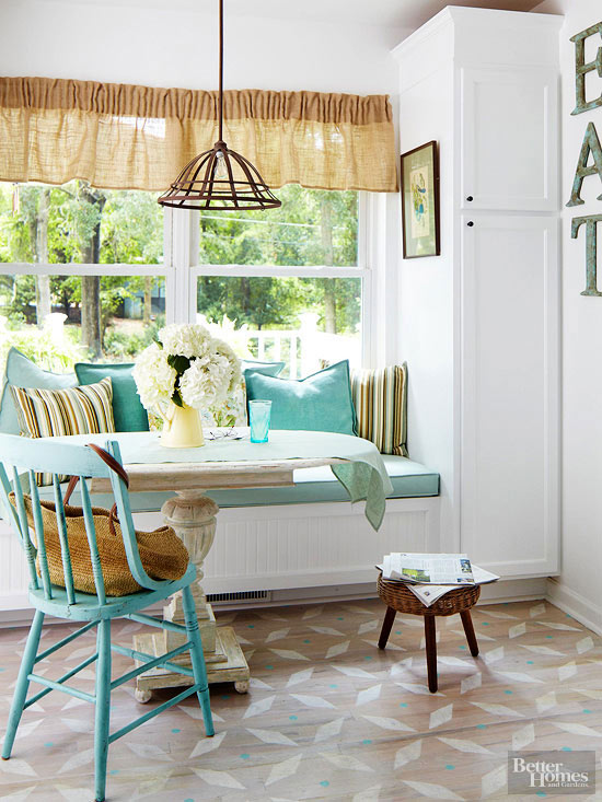 cottage breakfast nook