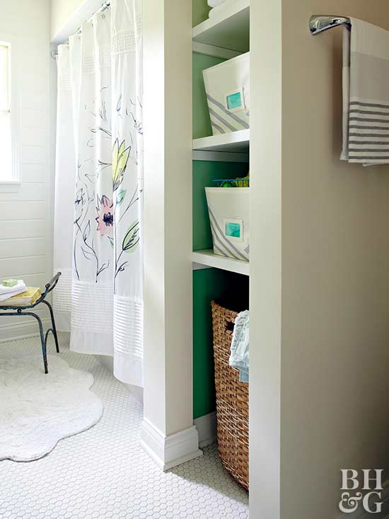 built-in bath shelves with green effect
