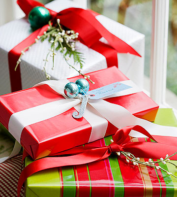 Primped Holiday Gift Wrap
