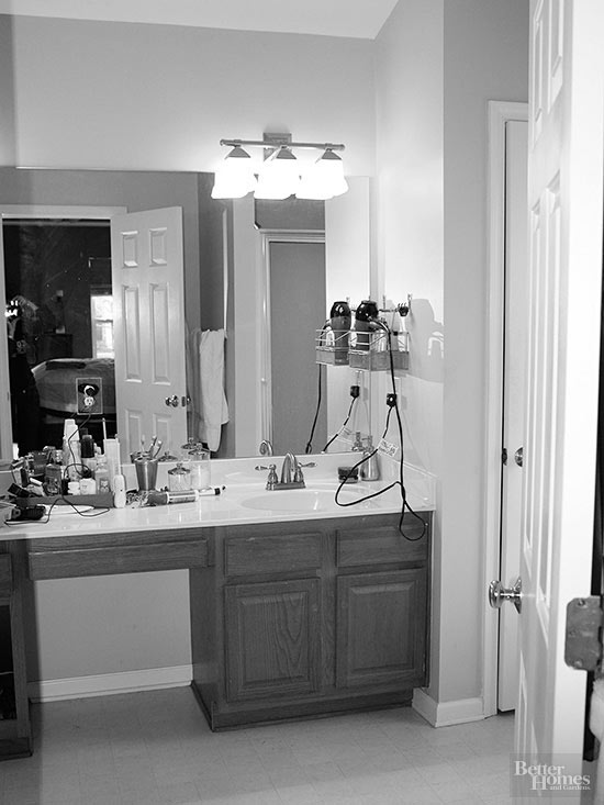 A Beautiful Bathroom Makeover for $200