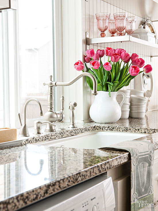 3 Ways to Keep Tulips from Drooping